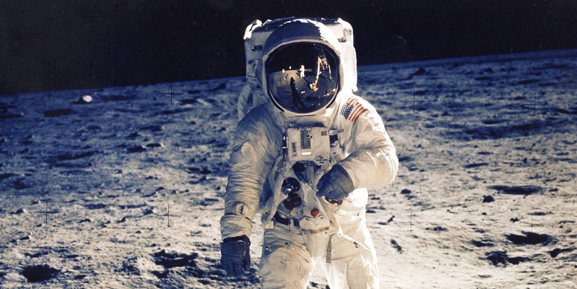 mesacny prach lunarna rakovina astronauti misia vyskum