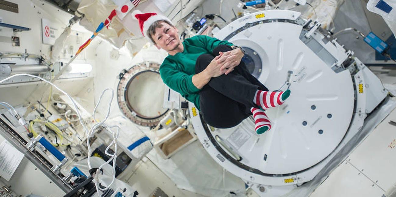 space x vianoce vianocna vecera astronauti iss postarane vesmir