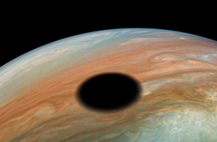 Čierne miesto na Jupiteri