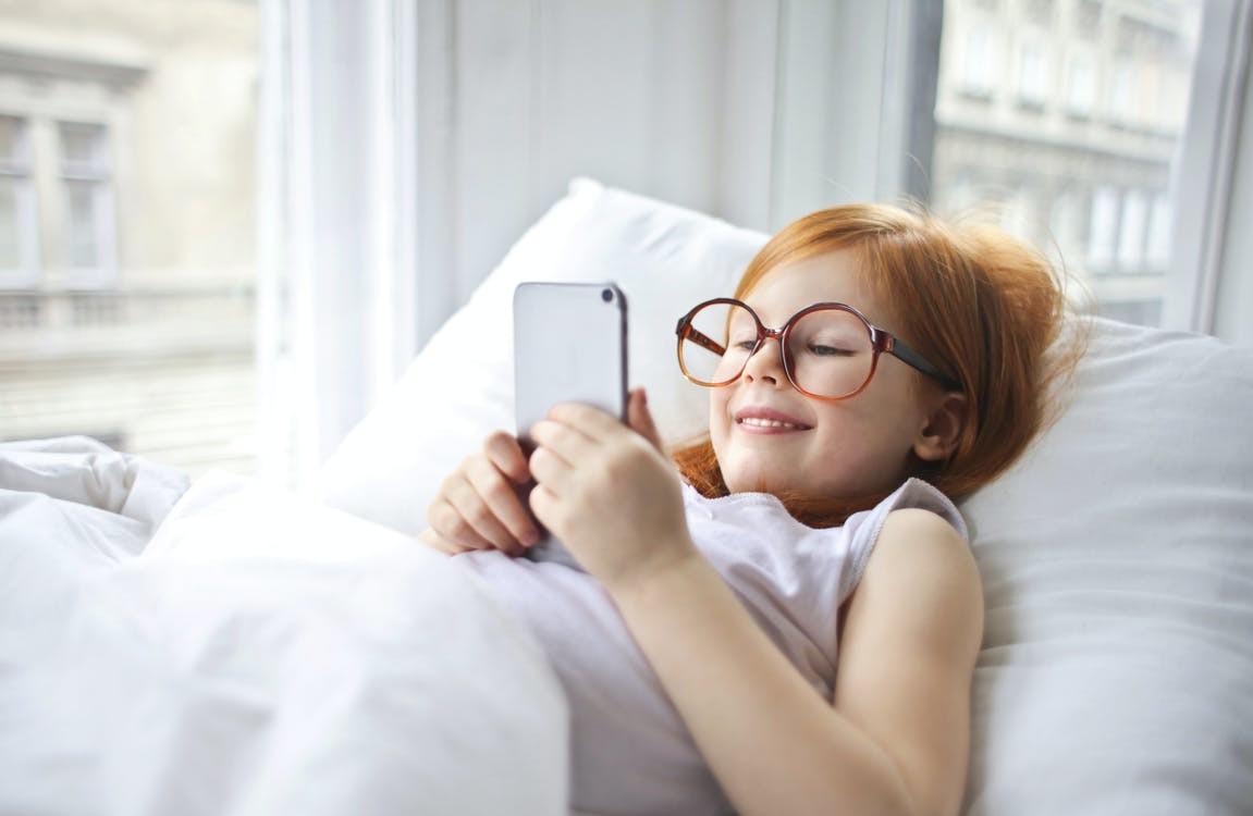 telefon v posteli